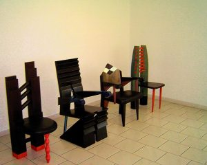skupina-atika-vystava-zidle-konferencni stul